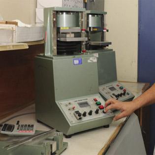 מכשור מקצועי לבדיקת איכות המוצר המוגמר