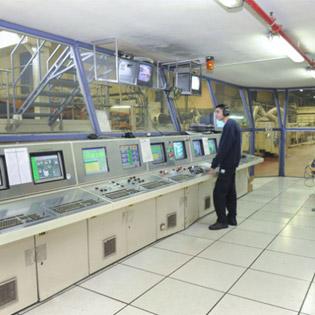 חדר בקרה של המפעל
